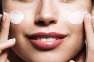 How Long to Leave Moisturizer on Your Face?