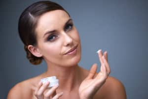 How Long to Wait to Apply Moisturizer after Toner