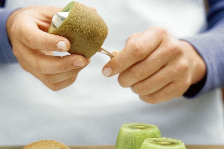 benefits of eating kiwi skin