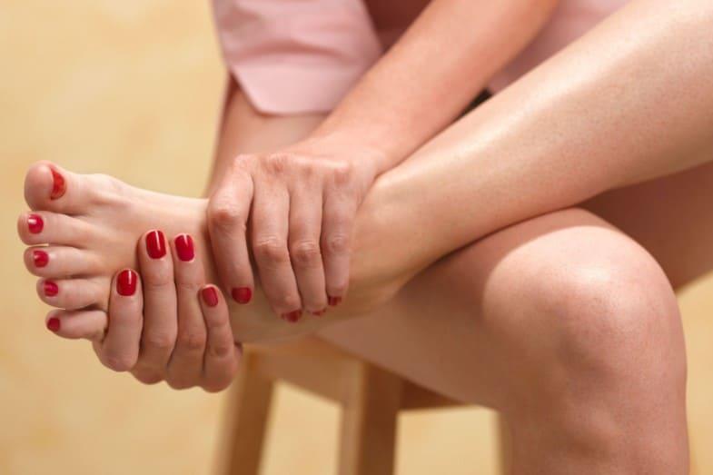bottom of feet peeling causes
