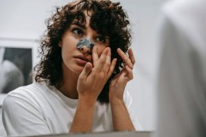 Bleeding Pore on Nose [11 Possible Causes and Treatments]